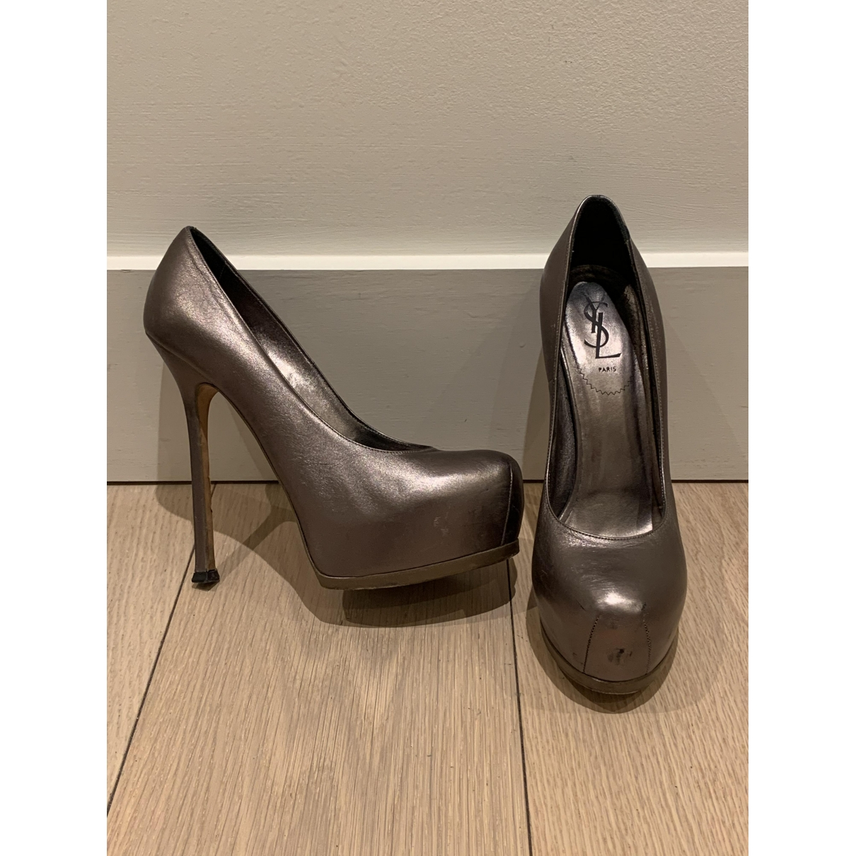 Yves Saint Laurent - Escarpins Trib Too pour femme en cuir - metallise