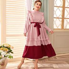 Kleid mit Stehkragen, Rueschenbesatz und Guertel