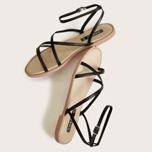 Sandalen mit dickem Riemen und Knochelriemen