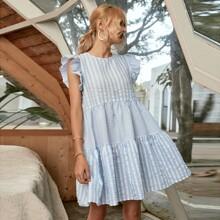 Babydoll Kleid mit Streifen und Flatteraermeln