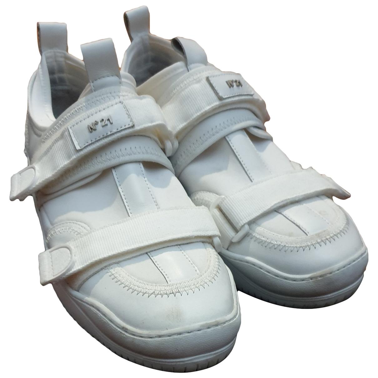 N°21 - Baskets   pour homme en caoutchouc - blanc