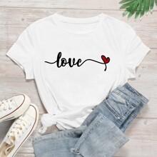 Camiseta con estampado de letra y corazon