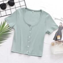 Einfarbiges Crop T-Shirt mit Knopfen