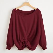Einfarbiges T-Shirt mit Twist und sehr tief angesetzter Schulterpartie