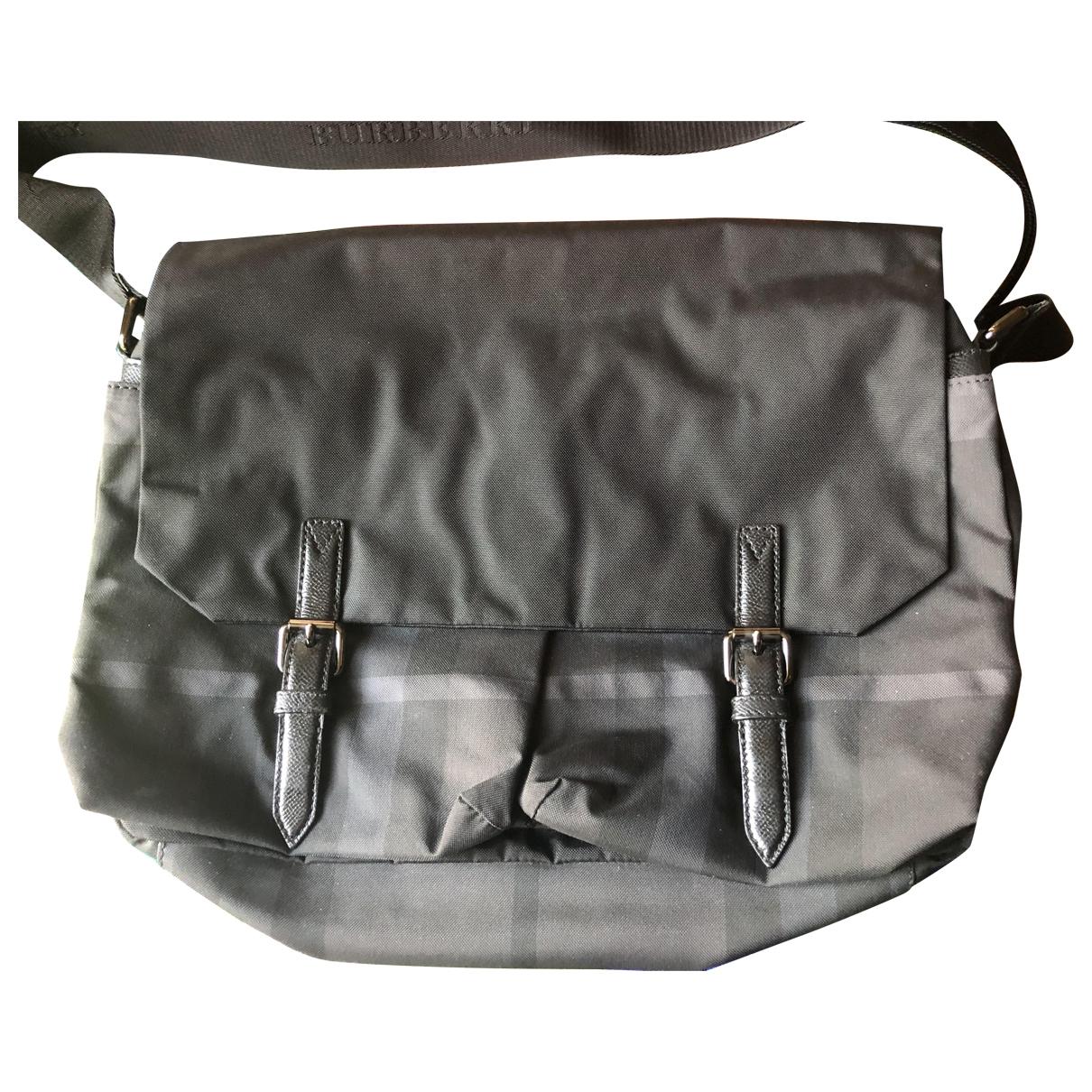 Burberry \N Taschen in  Grau Leinen