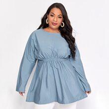 Einfarbige Bluse mit sehr tief angesetzter Schulterpartie und elastischem Detail