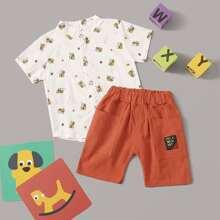 Camisa de niñitos con estampado de abeja con shorts bermuda con parche de letra