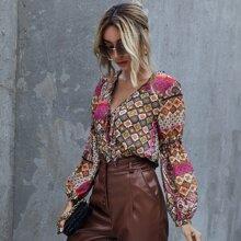 Bluse mit Stamm Muster, Rueschenbesatz, Band und Knoten vorn
