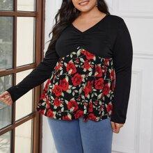 Babydoll T-Shirt mit Blumen Muster und Ruesche vorn