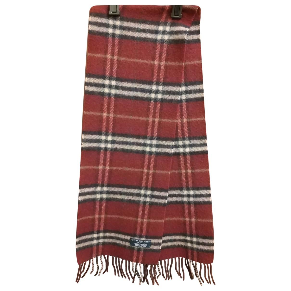 Burberry \N Halstuecher, Schal in  Rot Wolle