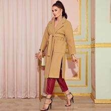 Mantel mit eingekerbtem Kragen, Schlitz am Saum und Guertel