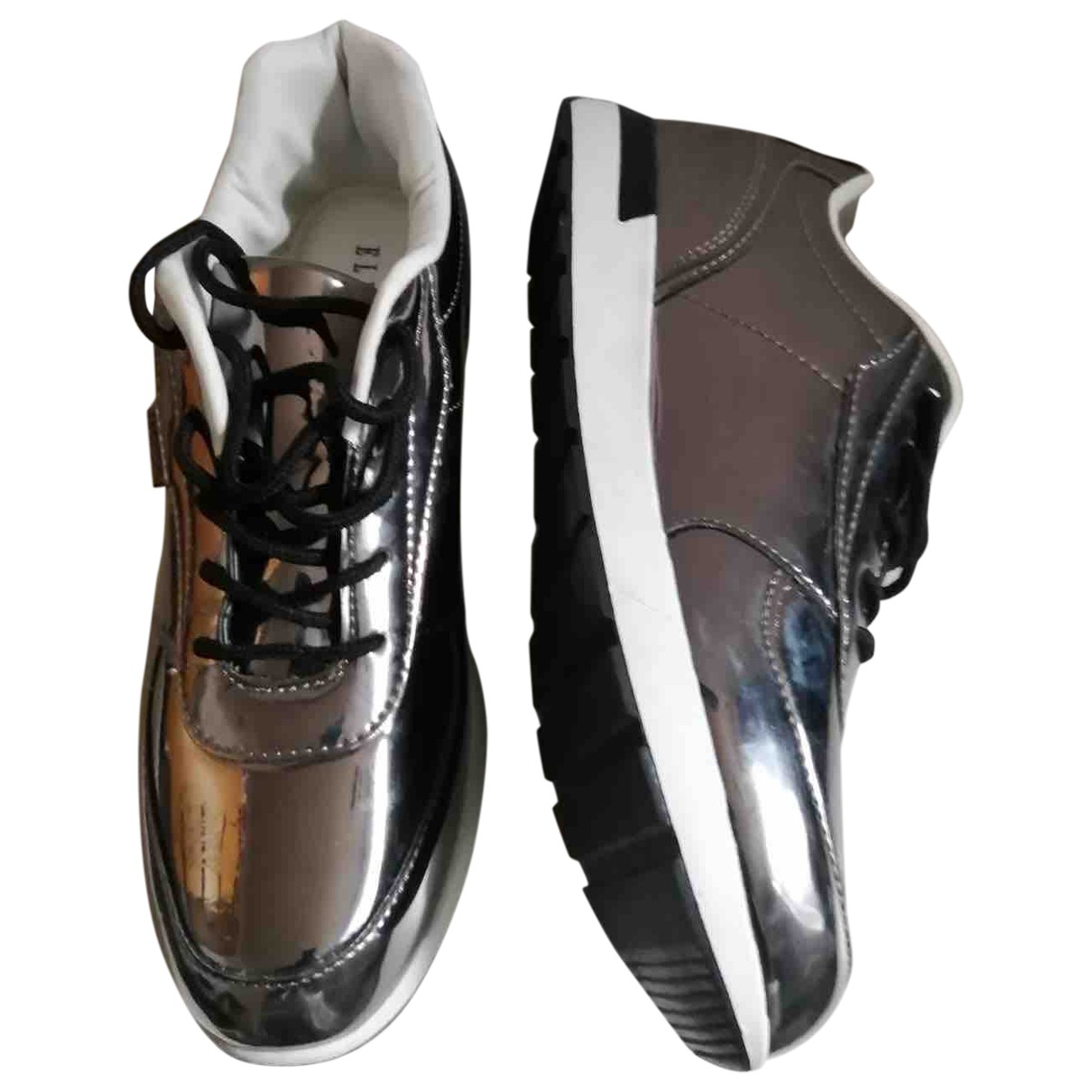 Non Signe / Unsigned \N Sneakers in  Metallic Lackleder