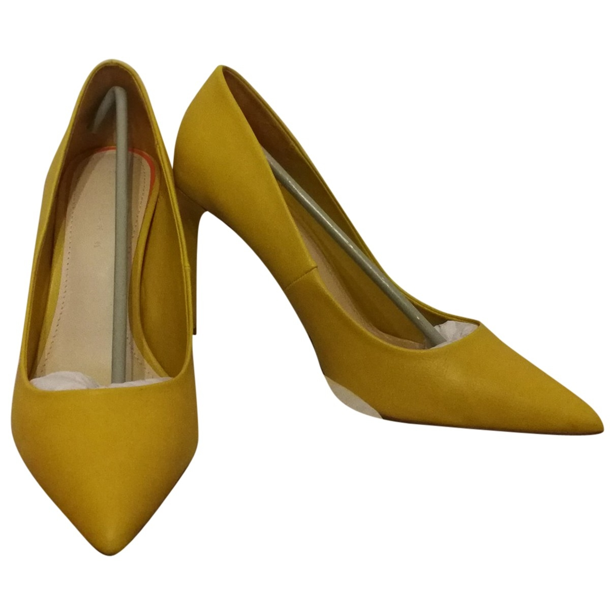Zara \N Pumps in  Gelb Leder