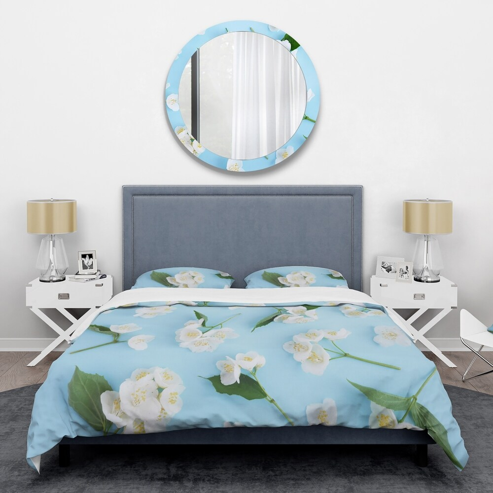 Designart 'Jasmin Flowers of Bright Blue' Mid-Century Duvet Cover Set (Twin Cover + 1 sham (comforter not included))