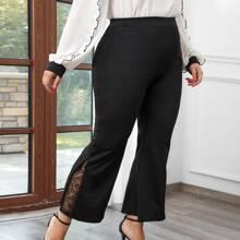 Hose mit Spitzeneinsatz und ausgestelltem Beinschnitt