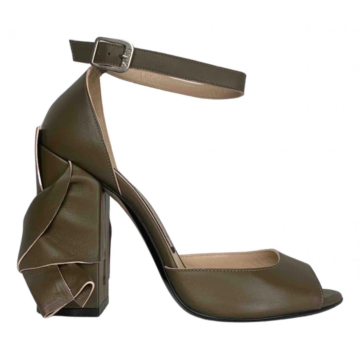 N°21 - Sandales   pour femme en cuir - vert