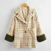 Mantel mit eingekerbtem Kragen, Kontrast und Kunstpelz