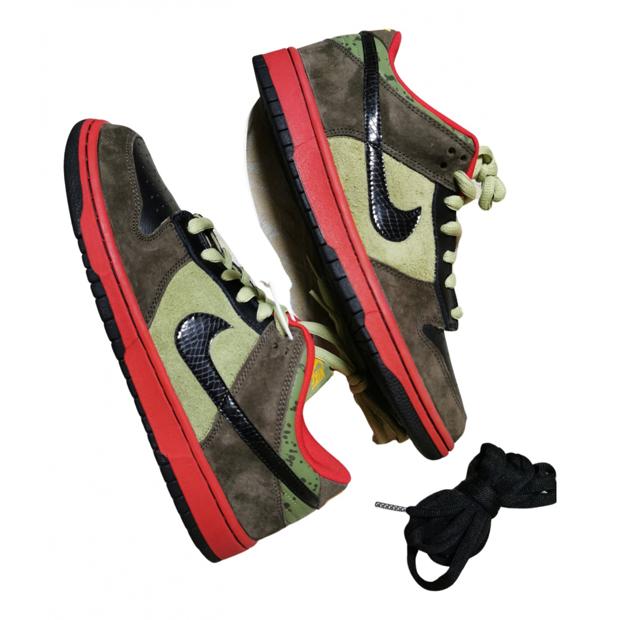 Nike SB Dunk  Sneakers in  Bunt Veloursleder