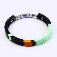 Armband mit Farbblock Muster und Perlen Dekor