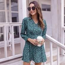 Kleid mit Dalmatiner Muster, Rueschen auf Bueste und Puffaermeln