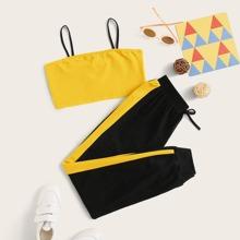 Conjunto de niñas top de tirante corto con pantalones deportivos con costura lateral en contraste