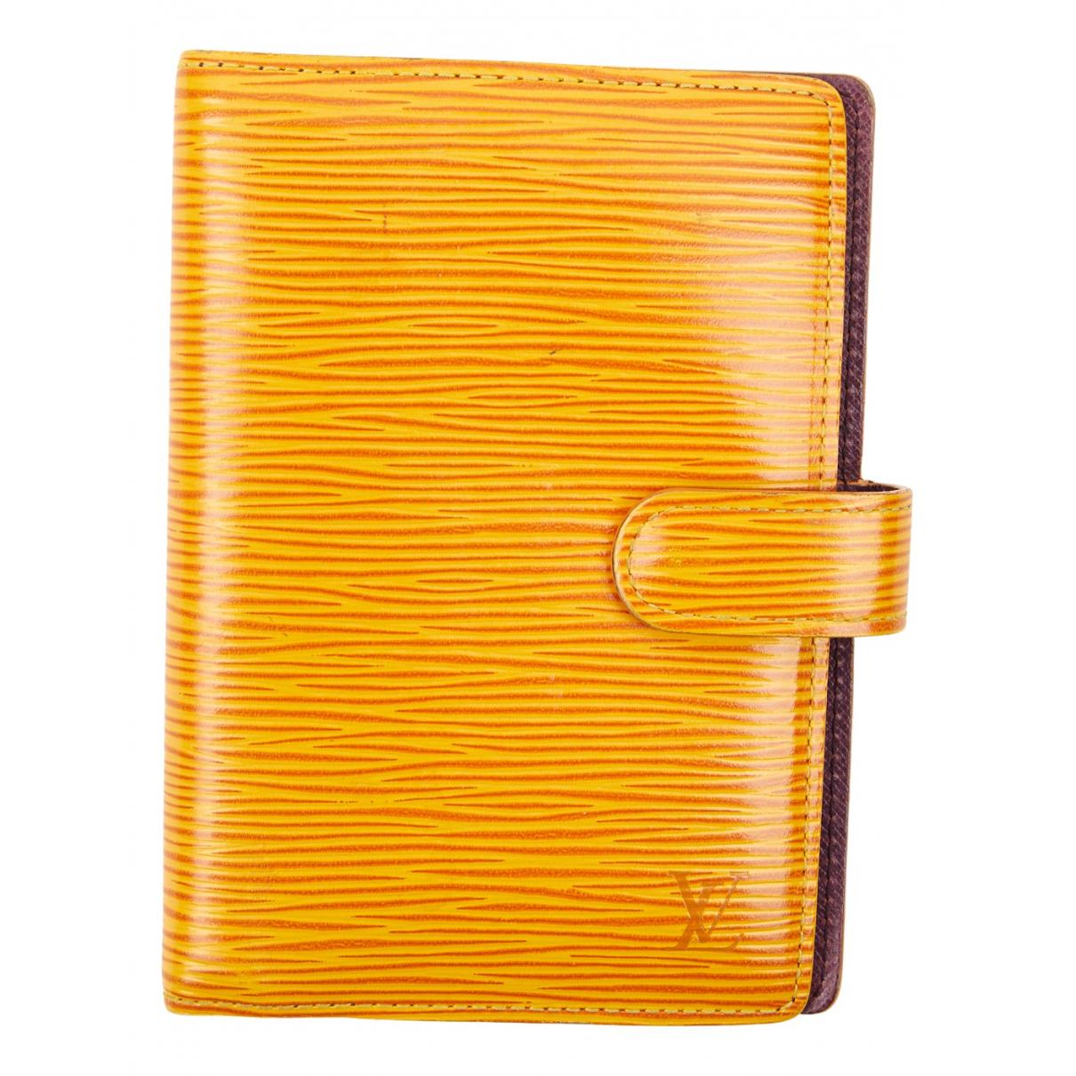 Louis Vuitton \N Portemonnaie in  Kamel Leder