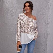 T-Shirt mit sehr tief angesetzter Schulterpartie, Leopard Muster und Farbblock