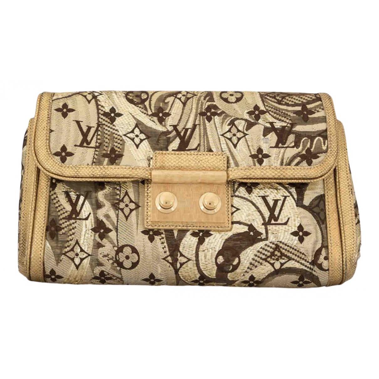 Louis Vuitton \N Gold Silk Clutch bag for Women \N