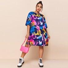 Kleid mit sehr tief angesetzter Schulterpartie und Batik