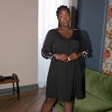 Tunika Kleid mit V-Kragen, Knoten und Manschetten