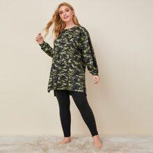Conjunto de pijama top de camuflaje bajo irregular con costura lateral en contraste con leggings