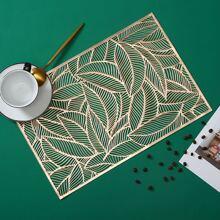 1 Stueck Tischset mit Blatt Muster und Lochern