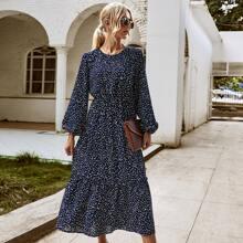 Kleid mit Konfetti Muster und Rueschen