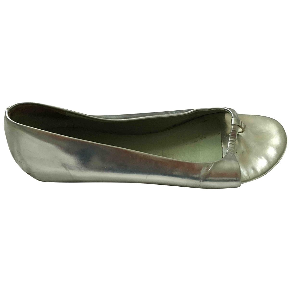 Prada \N Ballerinas in  Silber Lackleder