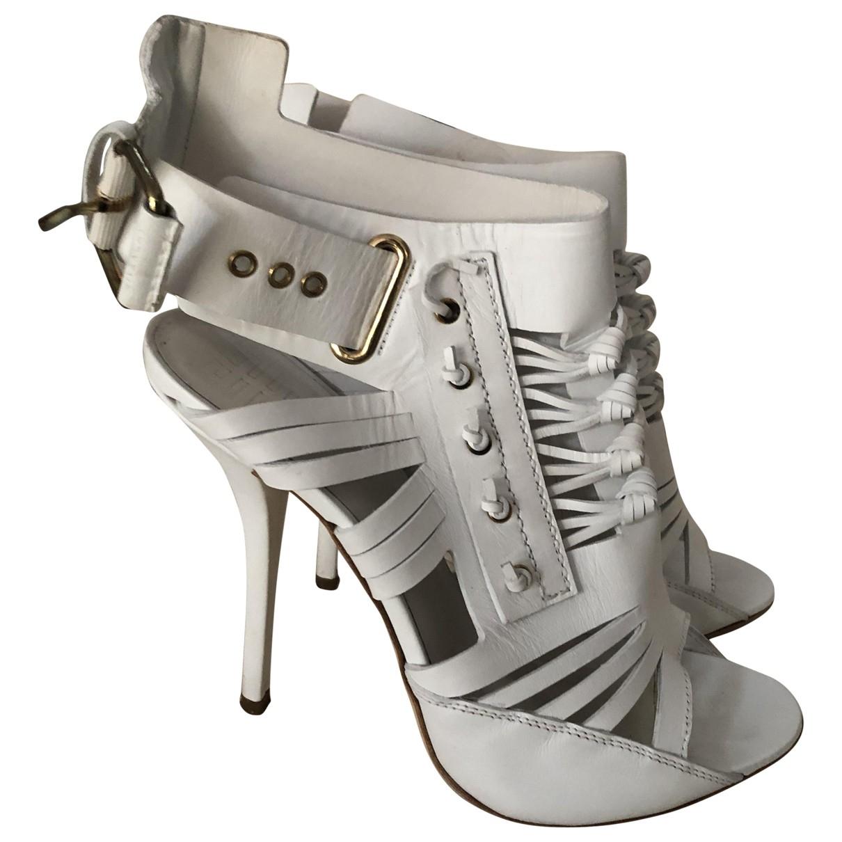 Givenchy \N Sandalen in  Weiss Leder