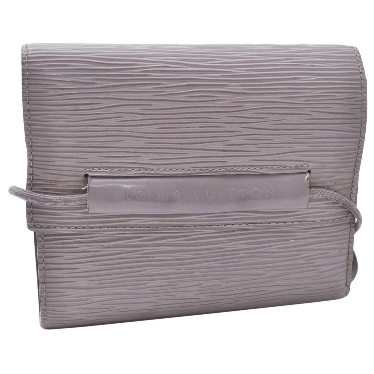 Louis Vuitton N Grey Leather wallet for Women N