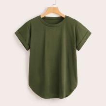 Einfarbiges T-Shirt mit gerollten Manschetten