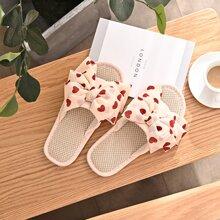 Zapatillas con diseño de lazo con estampado de corazon