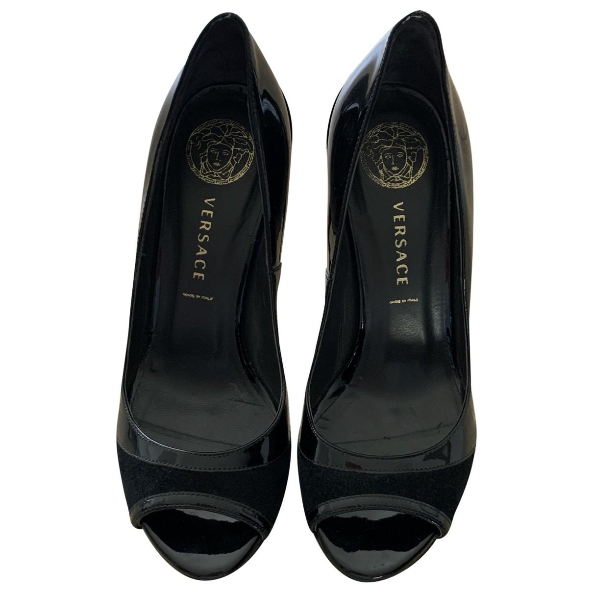Versace - Escarpins   pour femme en cuir verni - noir