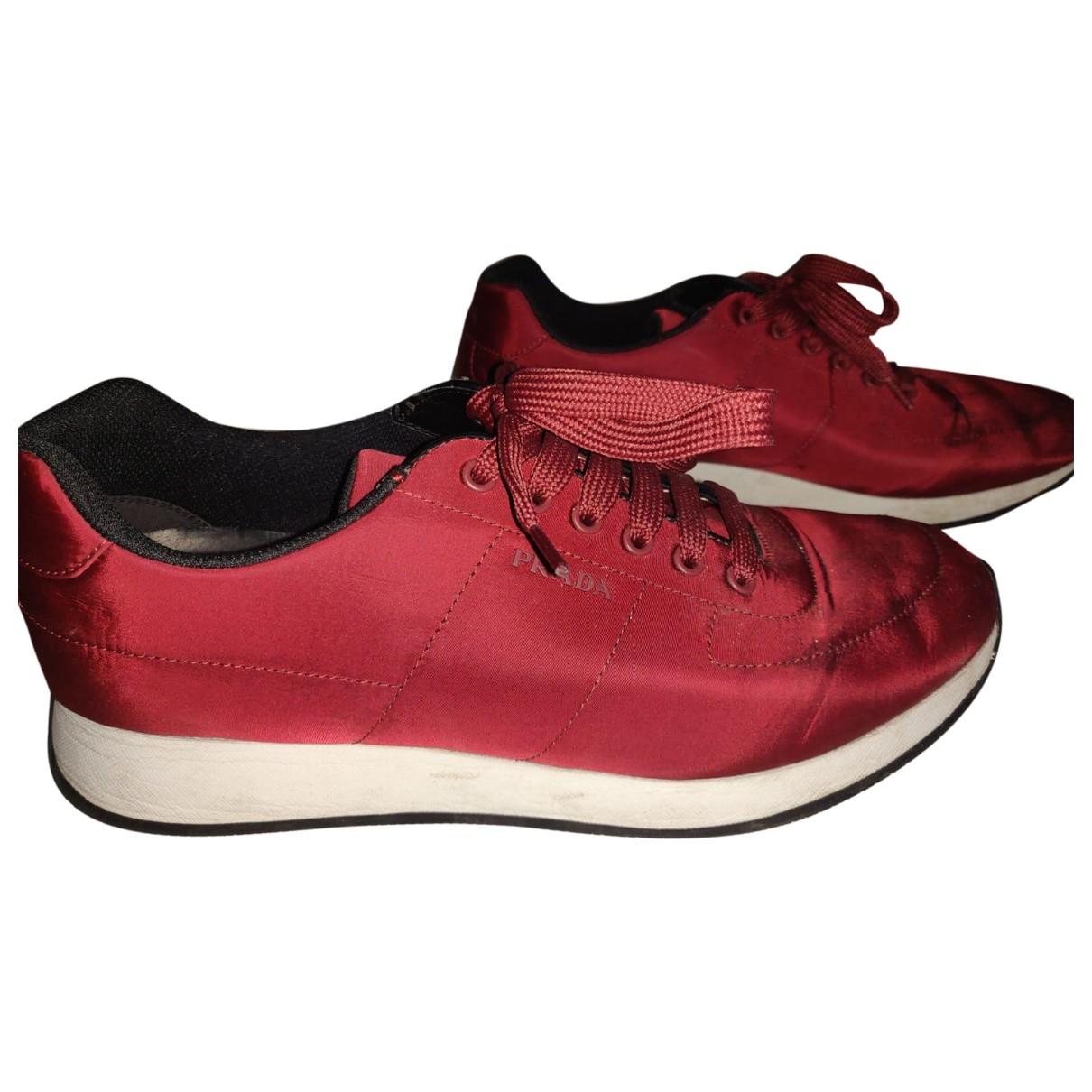 Prada \N Sneakers in  Rot Leinen