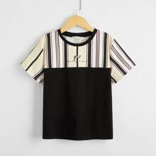 Gespleisstes T-Shirt mit Buchstaben Grafik und Streifen