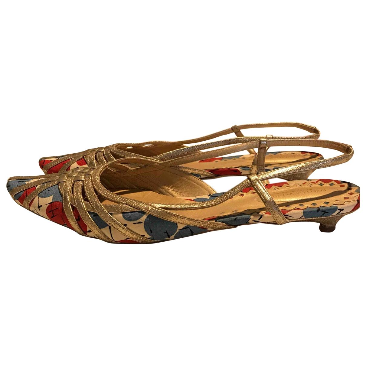 Bottega Veneta \N Sandalen in  Gold Leinen