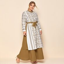 Kleid mit Barock Muster, Perlen, mehrschichtigem Saum und Guertel