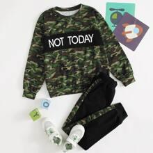 Pullover mit Buchstaben Grafik, Camo Muster & Jogginghose mit Kontrast seitlicher Naht