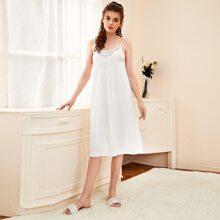 Slip Kleid mit Punkten Muster und Guipure Spitzeneinsatz
