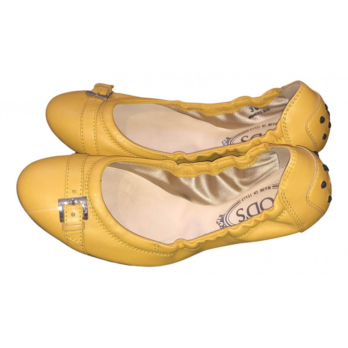 Tods \N Ballerinas in  Gelb Leder