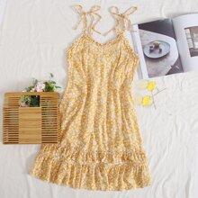 Sommerkleid mit Knoten, Rueschenbesatz, Raffungsaum und Bluemchen Muster