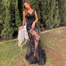 Kleid mit Kontrast, Pailletten und Netzstoff