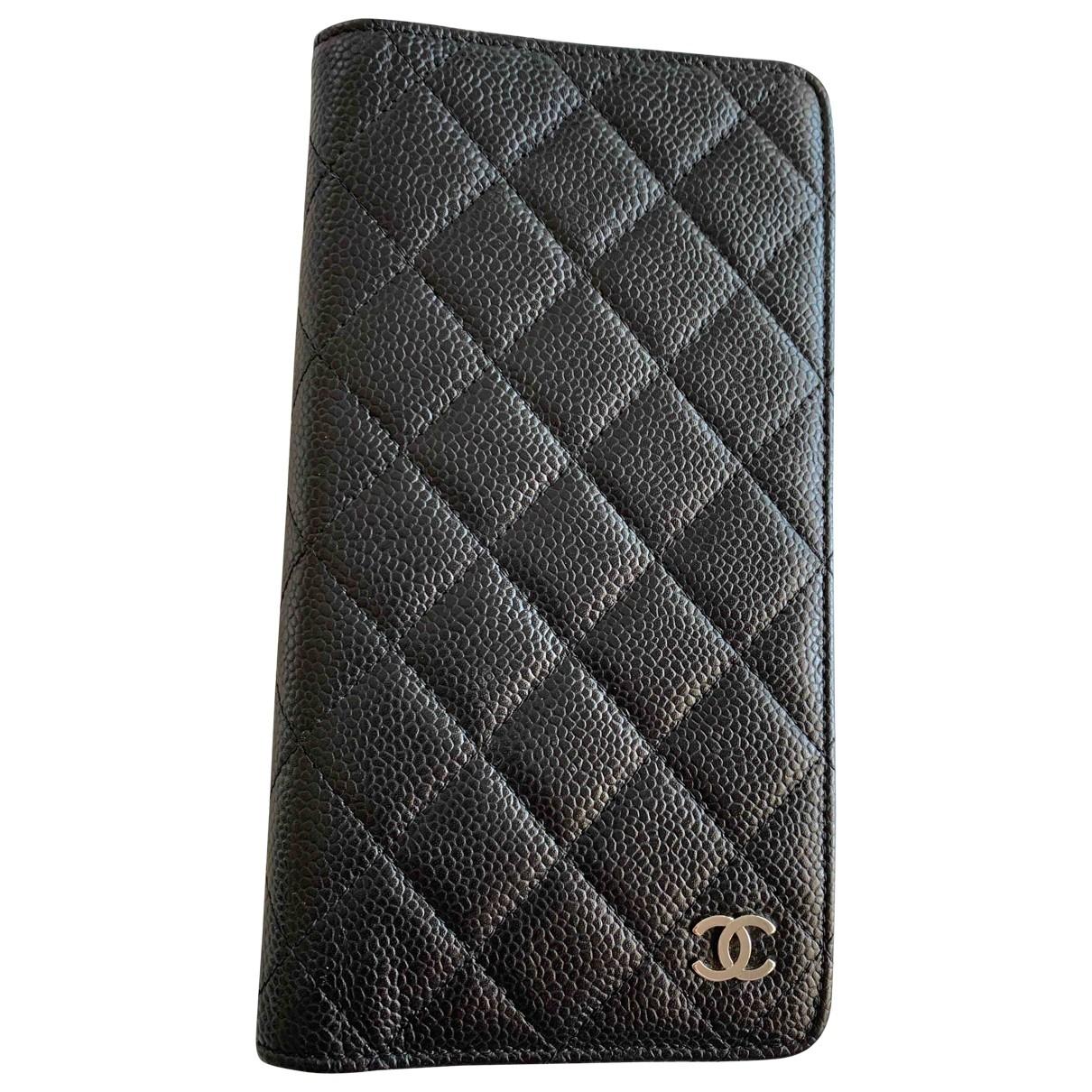 Objeto de decoracion de Cuero Chanel