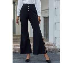 Einreihige Hose mit Schlitz und ausgestelltem Beinschnitt